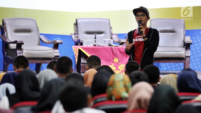 Head of Community Bukalapak Muhammad Fikry menjadi pembicara dalam Emtek Goes To Campus di Universitas Muhammadiyah Malang, Selasa (25/9). EGTC menghadirkan kompetisi news presenter, inspiring sharing, dan entertainment talk. (Googleberita.com/JohanTallo)