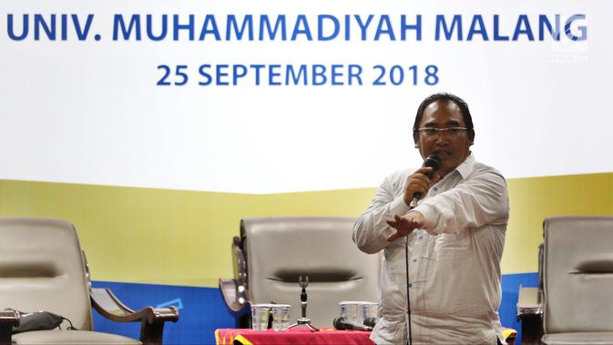 Produser dan sutradara Hartawan Triguna menjadi pembicara dalam Emtek Goes To Campus (EGTC) di Universitas Muhammadiyah Malang, Selasa (25/9). EGTC menghadirkan kompetisi news presenter, inspiring sharing, dan entertainment talk. (Googleberita.com/JohanTallo)